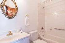 Room 401 Bathroom with tub/shower